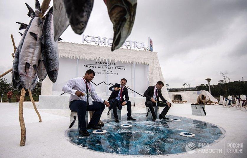 """Стенд Камчатки на выставке """"Улица Дальнего Востока"""" на набережной бухты Аякс, организованной в рамках Восточного экономического форума во Владивостоке."""