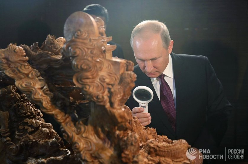 Президент России Владимир Путин на выставке культурного наследия Китая в Сямэне.