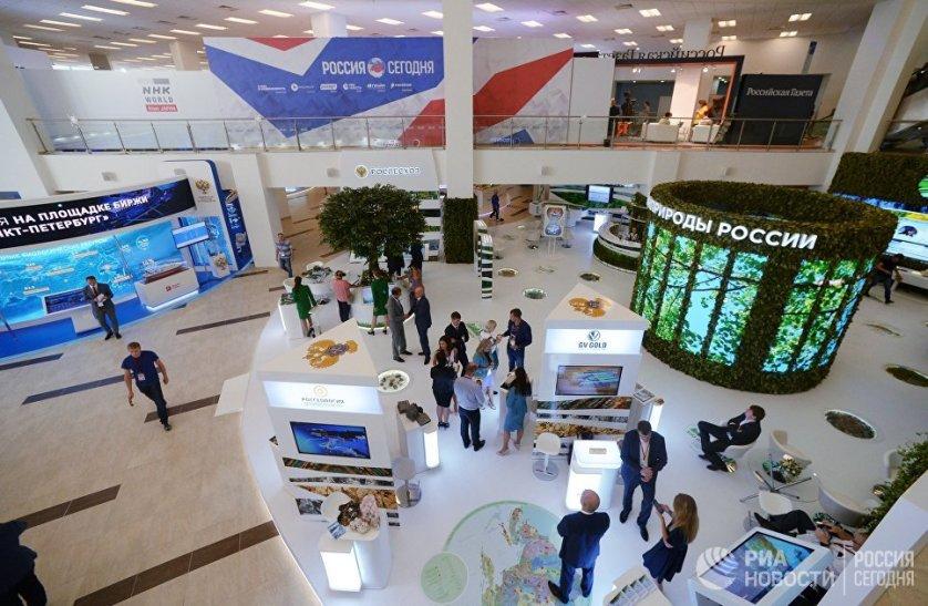 От главы Минтранса гости форума узнали о перспективах возобновления полетов российских авиакомпаний в Египет.