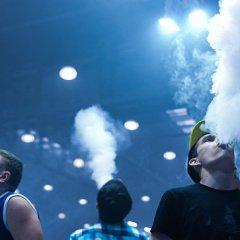 Курение вейпов вредит сердцу и сосудам, рассказали медики