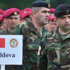 Додон приостановил решение правительства об отправке военных на Украину