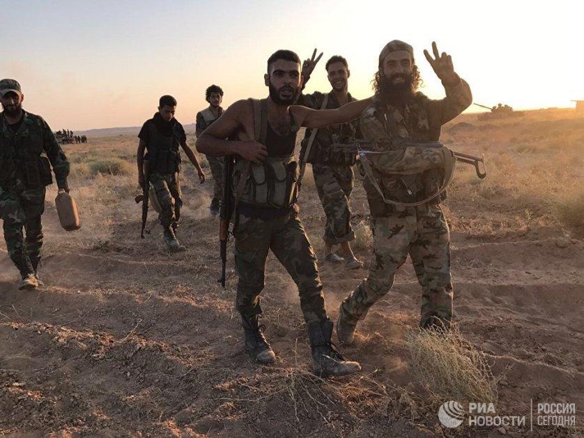 Бойцы сирийской армии на позициях в районе Дейр-эз-Зора. 15 сентября 2017