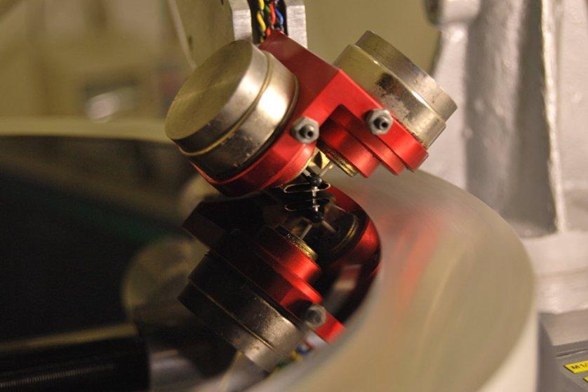 Vinyl record cutting machine на производстве в Санкт-Петербурге