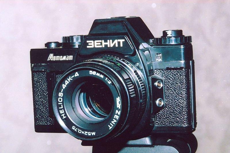 """""""Зенит"""" — один из немногих однообъективных зеркальных фотоаппаратов в мире, переделанных из дальномерной камеры. Всего выпущено почти 40 тысяч экземпляров"""