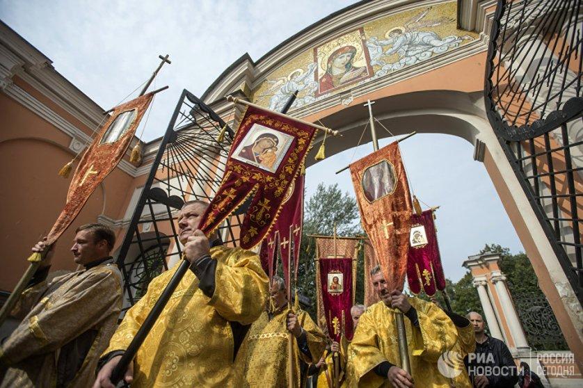 Крестный ход в честь дня перенесения мощей Святого Благоверного князя Александра Невского в Санкт-Петербурге.
