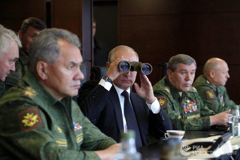 В понедельник, 18 сентября, президент России Владимир Путин посетил полигон Лужский и понаблюдал за ходом российско-белорусских учений.