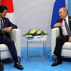 Абэ хотел бы увидеть Путина в Японии на показательных выступлениях по дзюдо