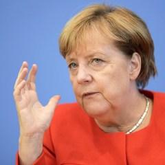 Меркель считает, что предложение Путина о миротворцах пока не дает повода смягчать санкции