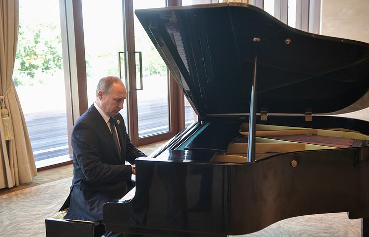 Мацуев отметил прогресс в игре Путина на фортепиано