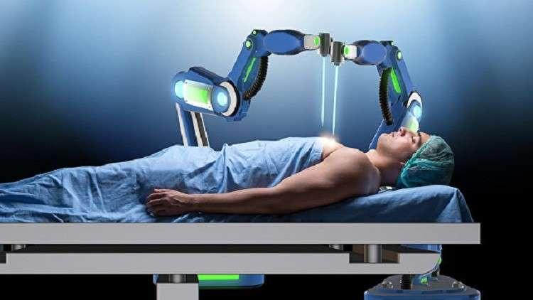 """الروبوت الصيني """"طبيب الأسنان"""" يجري أول عملية بنجاح!"""