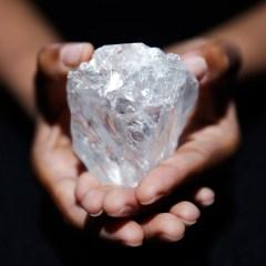 Самый большой в мире алмаз Lesedi la Rona продан за $53 млн