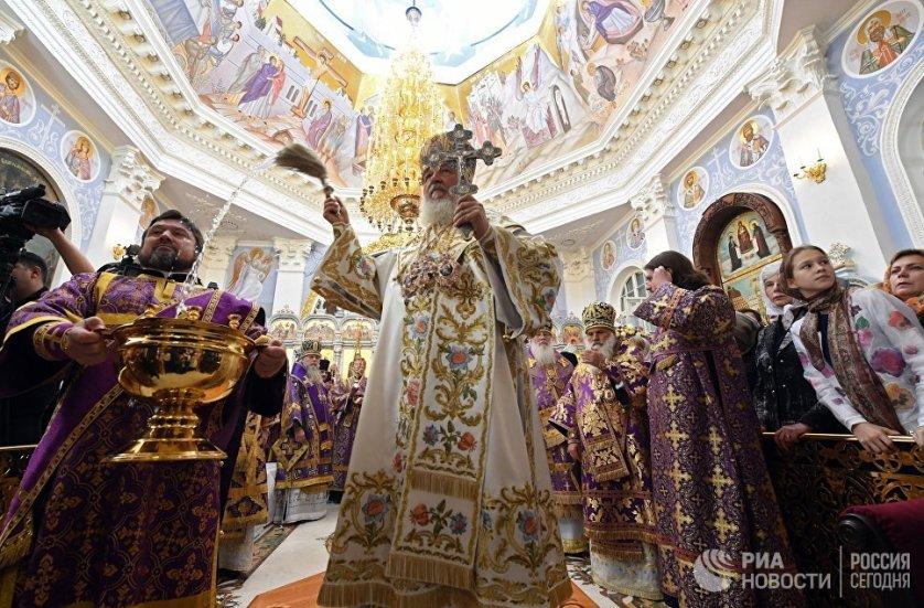 Патриарх Московский и всея Руси Кирилл совершает чин освящения Успенского кафедрального собора в Ташкенте.