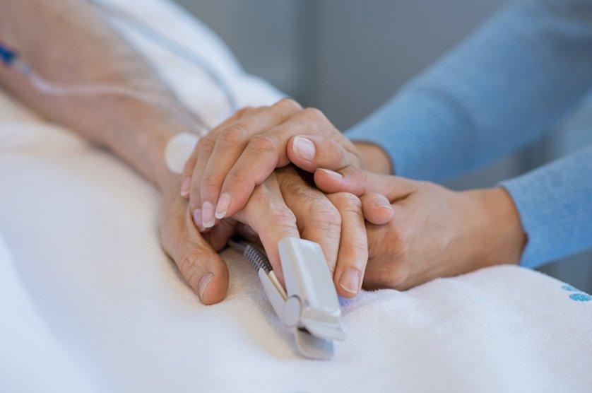 Родственники с пациентом в больнице