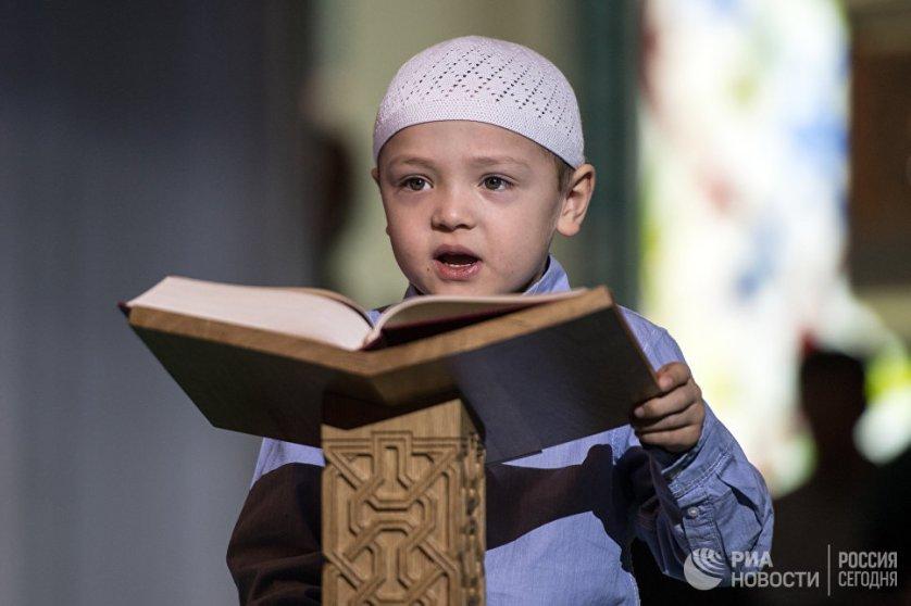 Чтение Корана на фестивале Корана в Московской соборной мечети