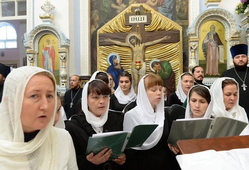 Певчие Успенского кафедрального собора в Ташкенте.