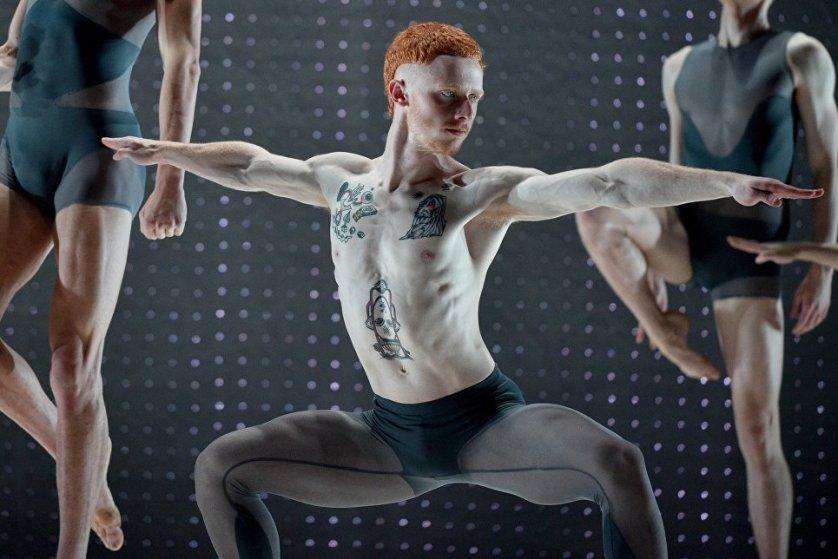 """Танцоры во время репетиции шоу """"2 One Another"""" в Сиднее."""
