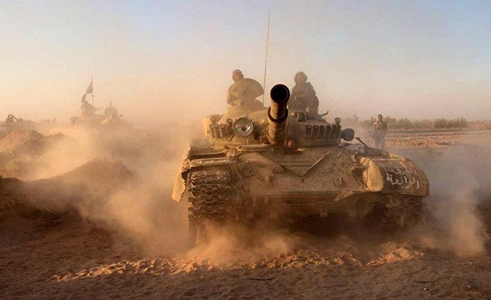 Танки сирийской армии на позициях в районе Дейр-эз-Зора.