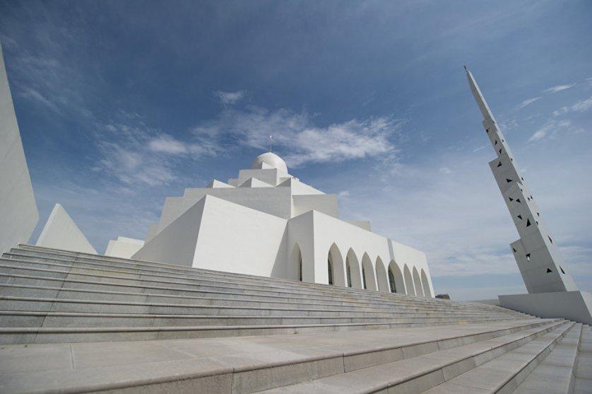 Ордос-Сити смело можно назвать архитектурным шедевром. Здания здесь поражают оригинальностью, как вот эта мечеть. Кстати, город прозвали китайским Дубаем. Правда, успех своего арабского собрата Ордос пока не повторил.