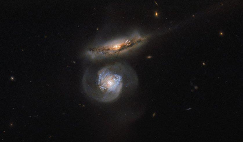 Снимок галактики-мегамазера, сделанный телескопом Hubble.