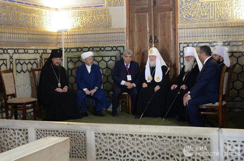 Патриарх в мавзолее Гур-Эмир.