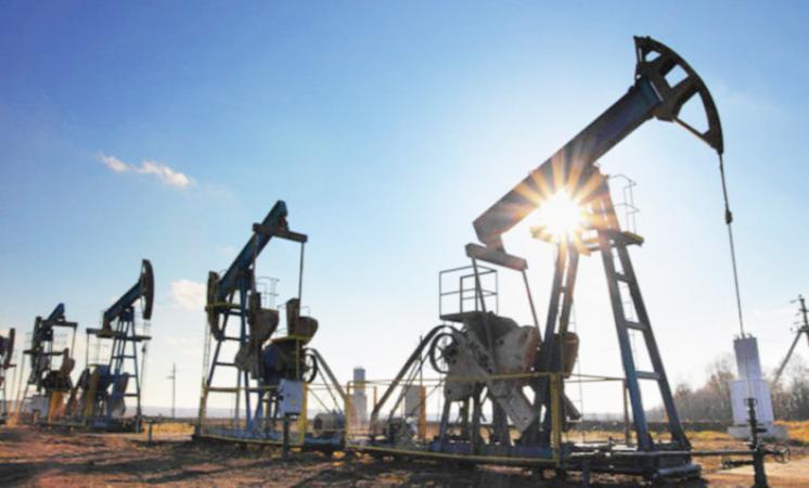 أسعار النفط مستقرة في ظل ارتفاع أنشطة الحفر الأمريكية وتخفيضات أوبك