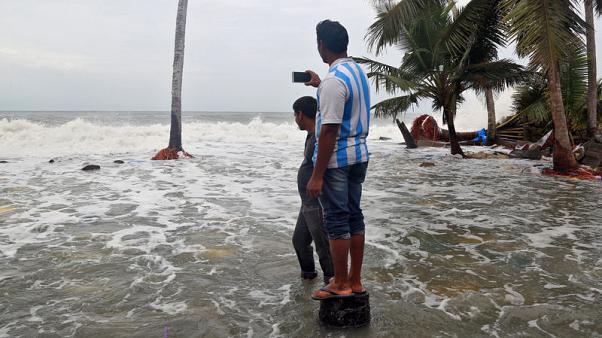 الإعصار أوكي يجتاح ساحل جنوب غرب الهند ونحو 14 شخصا يلقون حتفهم