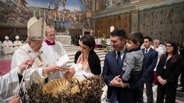 البابا فرنسيس لأمهات في كنيسة سيستين: لا تترددن في إرضاع أطفالكن
