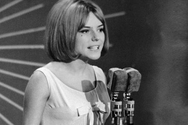 وفاة المغنية الفرنسية فرانس جال عن 70 عاما