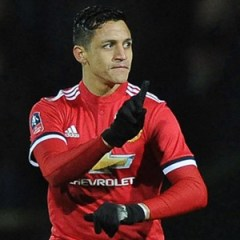 Alexis Sanchez trains with Manchester United