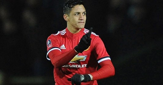 Alexis Sanchez trains with Manchester United