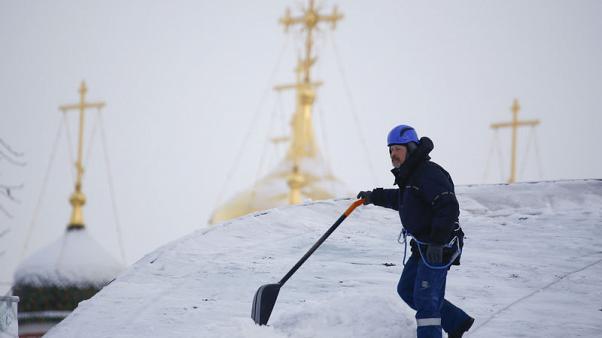 """روسيا تستدعي الجيش لمواجهة """"ثلوج القرن"""" في موسكو"""