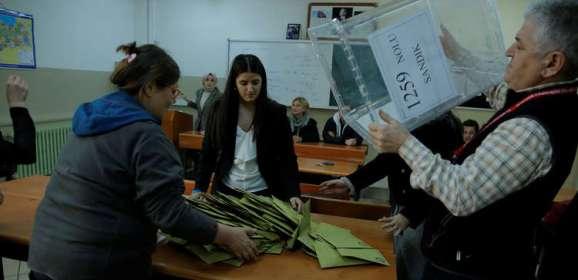 اللجنة العليا للانتخابات بتركيا تعلن أنها ستعيد فرز الأصوات في 8 دوائر باسطنبول