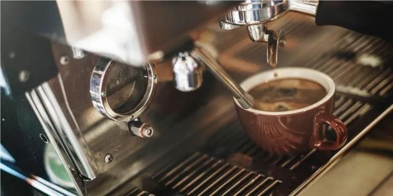 Fatti un caffè prima di leggere i verbi di moto russi senza prefisso