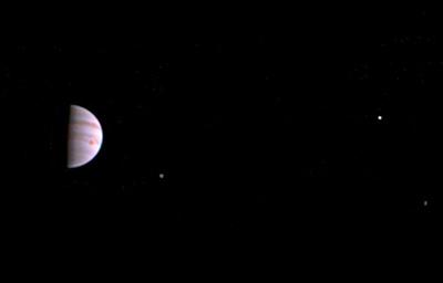 Зонд Juno передал первые снимки Юпитера