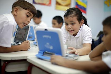 Ученые: Дети, играющие с планшетами и смартфонами, хуже спят