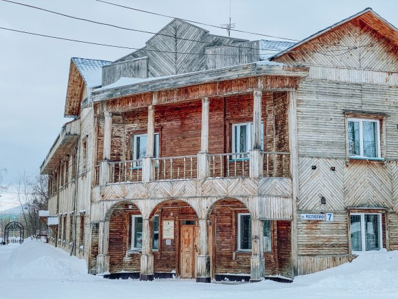 A wooden building in Salekhard on the arctic circle