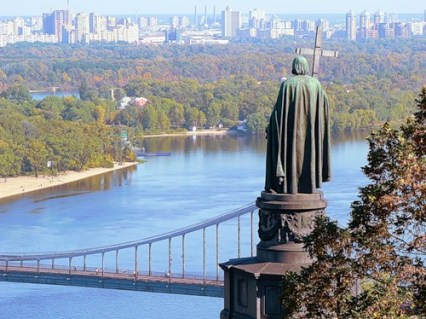 The monument to Prince Vladimir of Kiev who converted the Slavs, looking over the ancient Dniepr