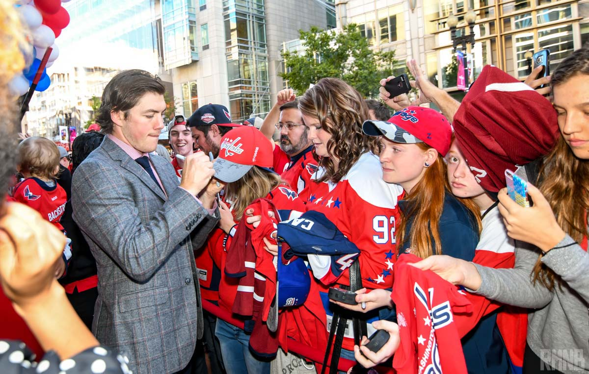 Oshie continues to sign autographs