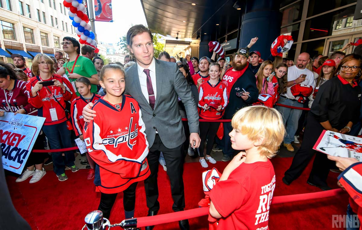 Nicklas Backstrom poses with a fan