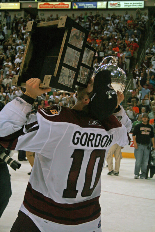 Andrew Gordon Kisses the Calder Cup