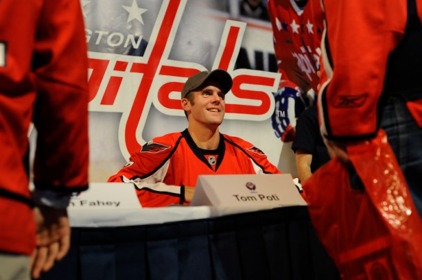 Tom Poti signs autographs for fans at the Caps Convention