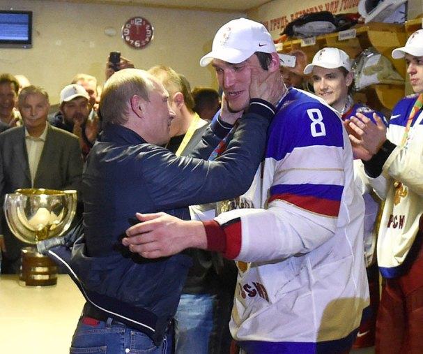 alex-ovechkin-vladimir-putin-embrace