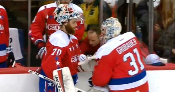 holtby-takes-himself-out-of-game