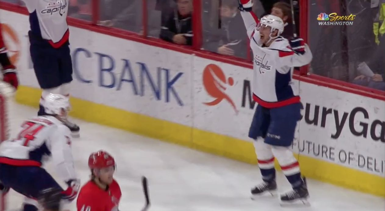 a8af9fa2fb5 Jay Beagle scores last-second goal to give Caps wild 4-3 win