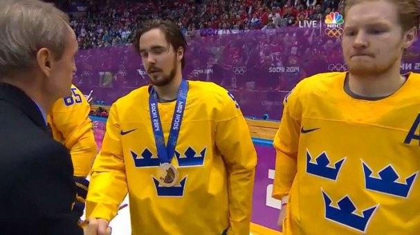 mojo-recieves-medal