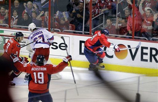 ovechkin-scores-and-celebrates
