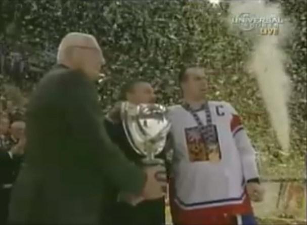 rolinek-recieves-trophy