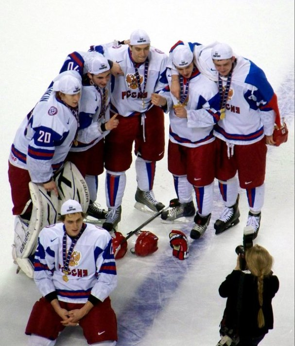Russian players pose for photos after receiving their gold medals