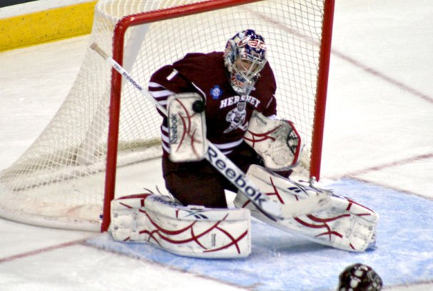 Semyon Varlamov makes a save in the Bears 8-3 win over the Binghamton Senators.