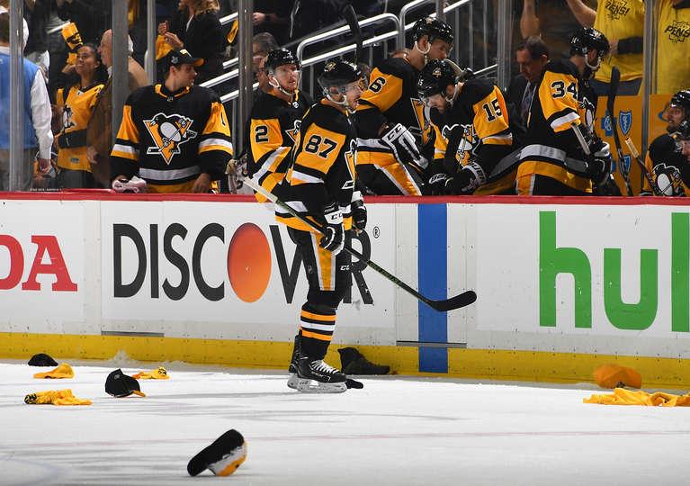 87e0594b504 Sidney Crosby scores hat trick